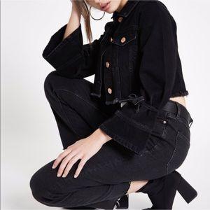 ♥︎BRAND NEW♥︎Black distressed cropped denim jacket